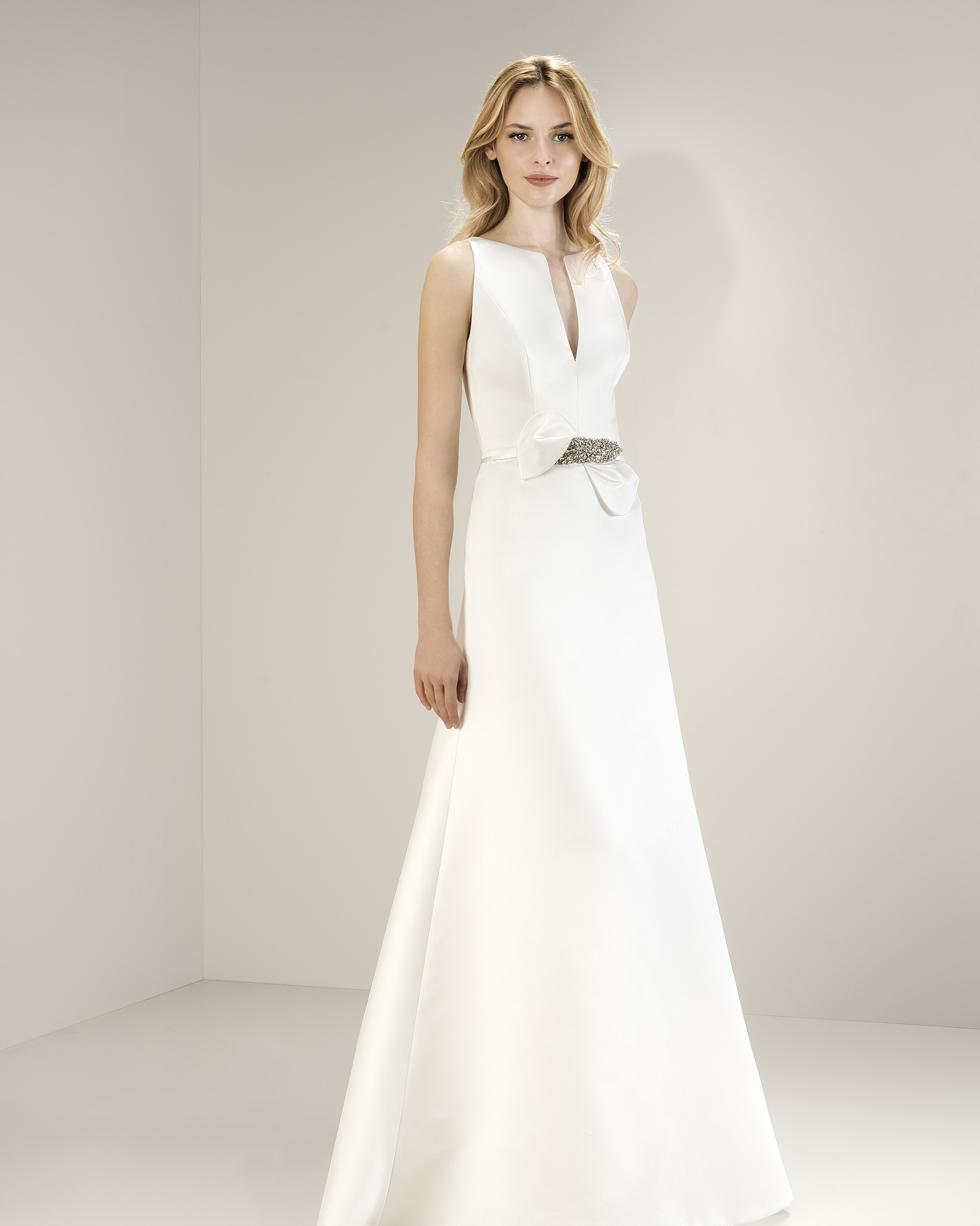 Jesus Peiro 8053 at Cicily Bridal