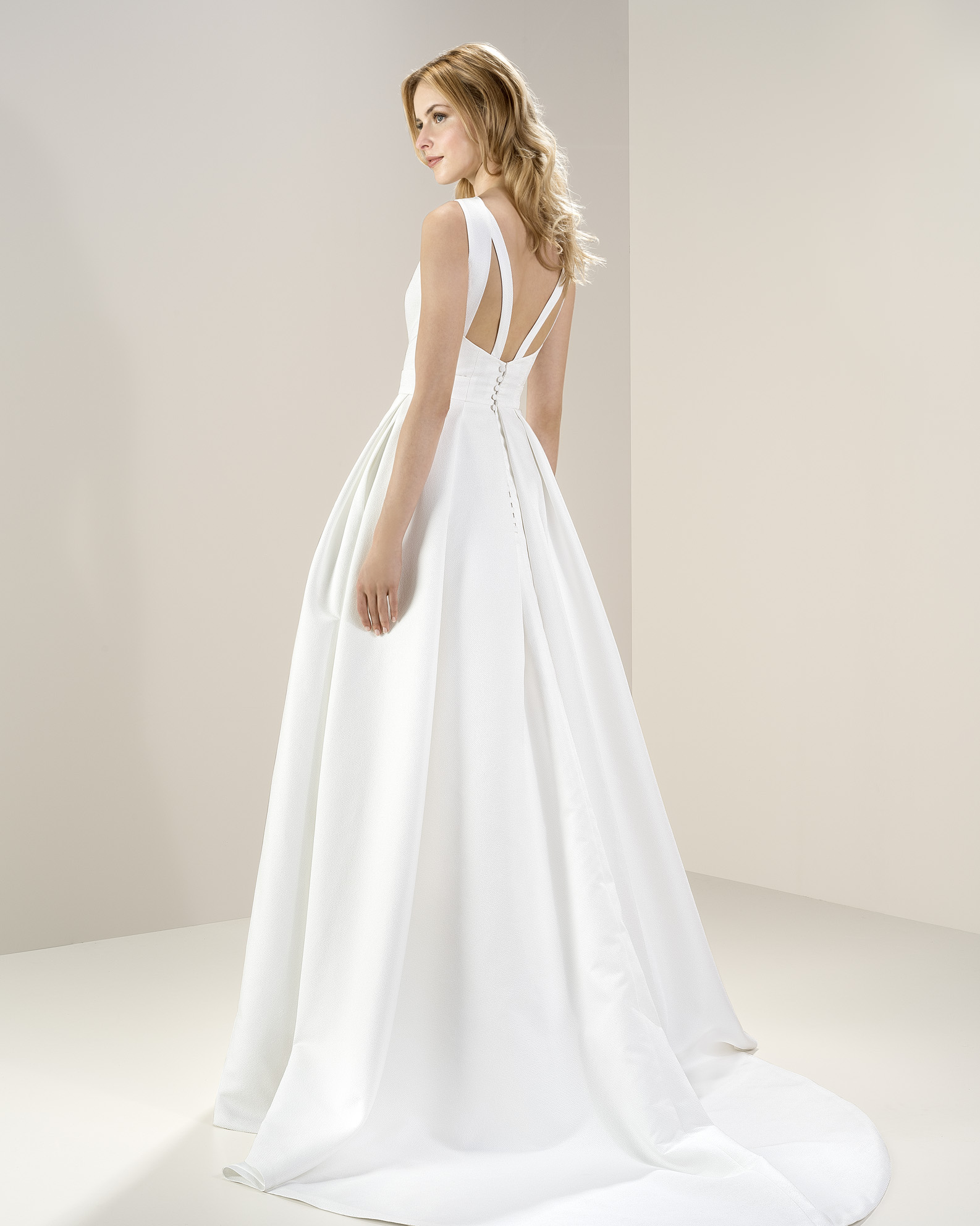 Jesus Peiro 8062 at Cicily Bridal
